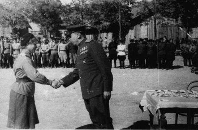 Награждение участников Аккерманского десанта. Август 1944 г.