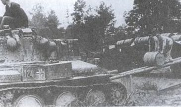 Заправка танков. Апрель 1945 г.