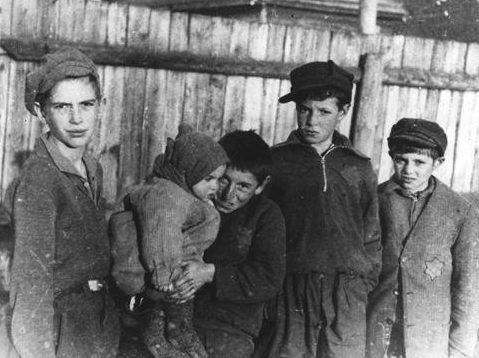 Дети Ковенского гетто. 1942 г.