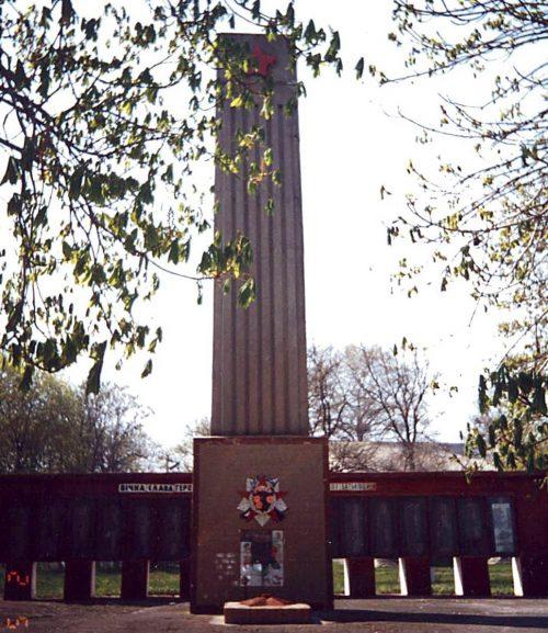 с. Орловец Городищенского р-на. Мемориал советским воинам.