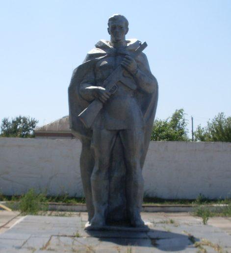 с. Раздолье Синельниковского р-на. Памятник советским воинам.