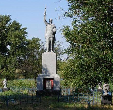с. Романовка Синельниковского р-на. Памятник, установленный на братской могиле воинов, погибших при освобождении села.