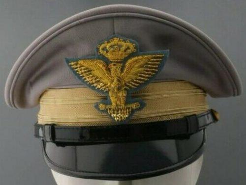 Фуражки фашистских офицеров армии.
