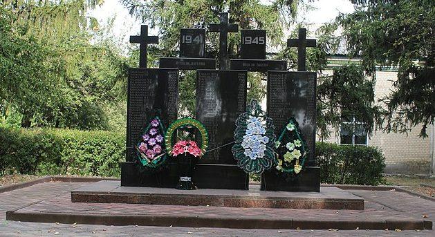 с. Петрики Городищенского р-на. Памятник воинам-односельчанам.