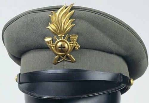 Фуражка офицера военной полиции.