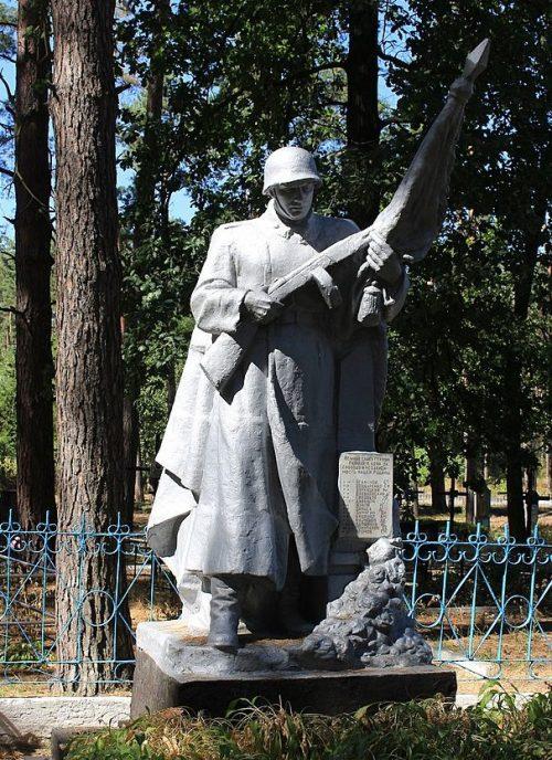 с. Староселье Городищенского р-на. Памятник в урочище Цивакивка, установленный на братской могиле советских воинов.