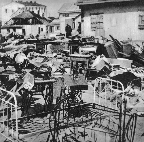 Домашняя утварь и предметы домашнего обихода, похищенные у евреев, депортированных в лагерь смерти. Январь 1942 г.