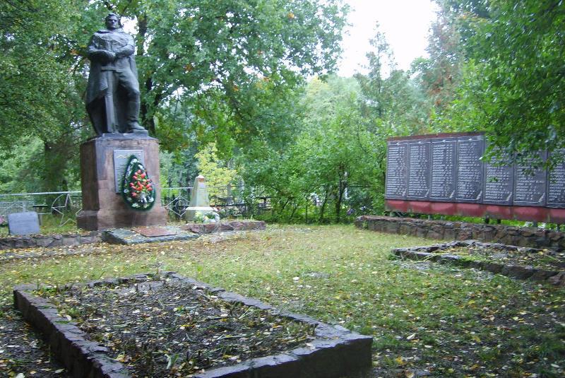 с. Григоровка Каневского р-на. Мемориал, установленный на братской могиле воинов, погибших в боях на Букринском плацдарме в сентябре 1943 г.