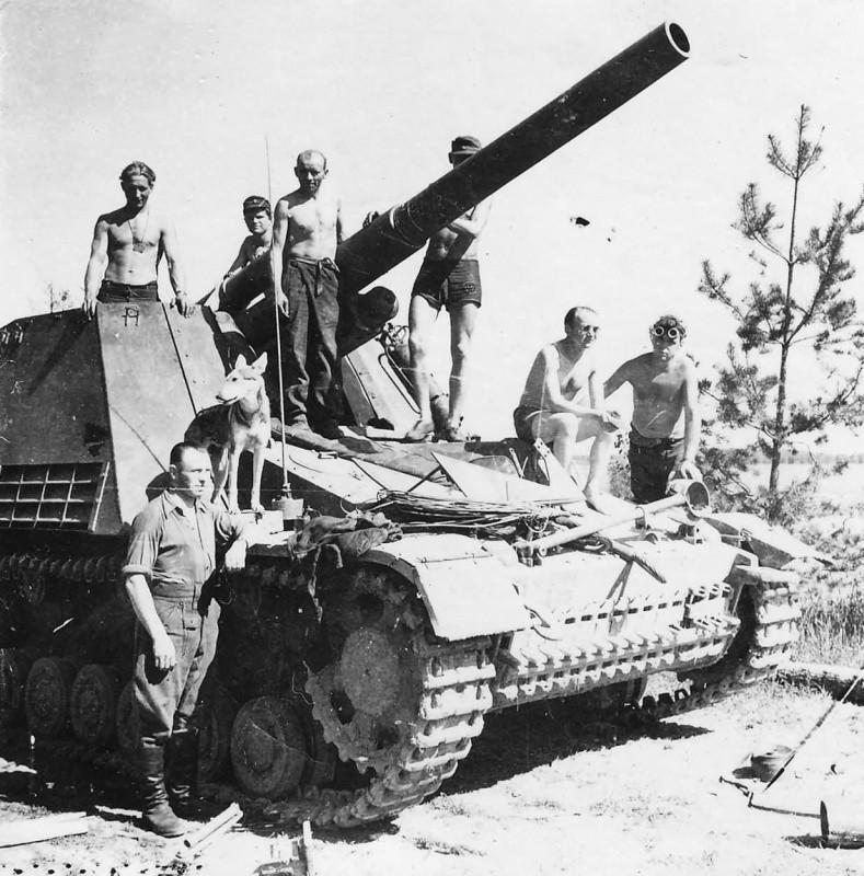 Немецкие «самоходчики» перед капитуляцией. Май 1945 г.