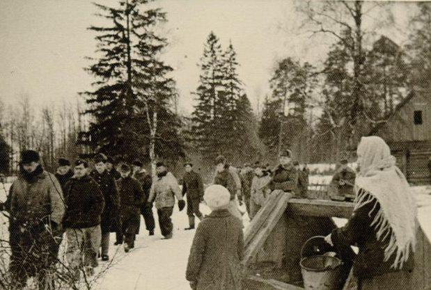 Военнопленные немцы в Нарве. Январь 1945 г.