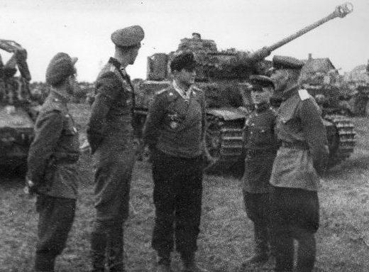 Советские офицеры принимают немецкую технику после капитуляции. Май 1945 г.