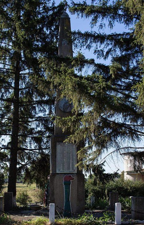 с. Мехедовка Драбовского р-на. Памятник воинам-односельчанам.