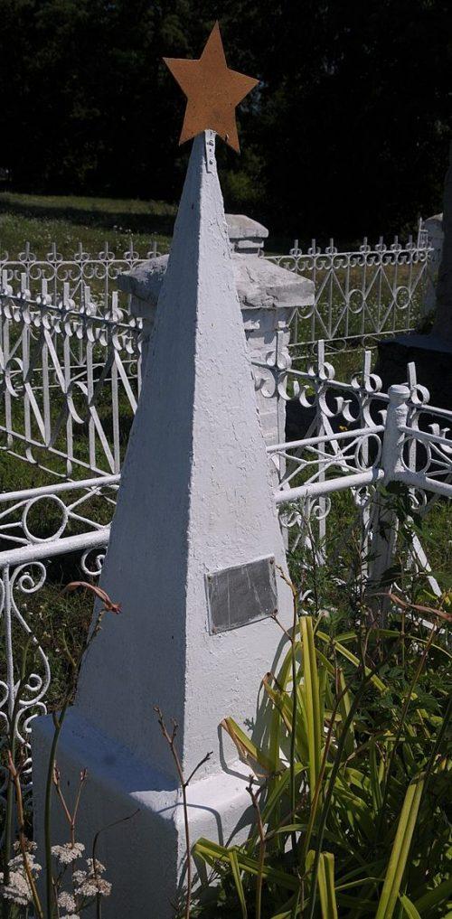 с. Митлашовка Драбовского р-на. Братская могила советских воинов.