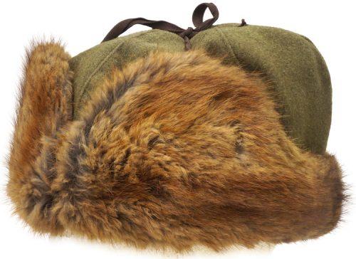 Зимняя меховая шапка офицера.