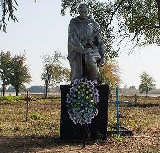 с. Баштечки Жашковского р-на. Памятник, установленный на братской могиле советских воинов, погибших при освобождении села в феврале 1944 года.