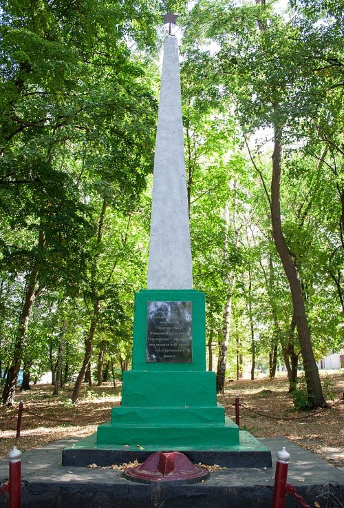 с. Ворон Жашковского р-на. Обелиск в честь воинов 42-й и 74-й стрелковых дивизий.
