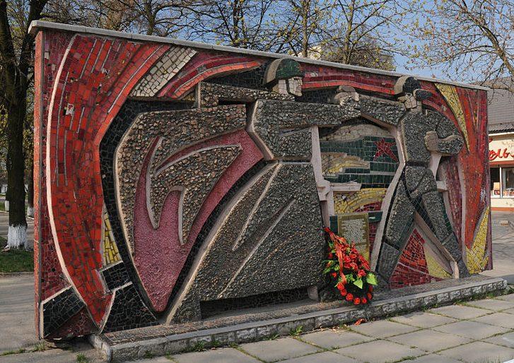 г. Звенигородка. Памятный знак на месте, где соединились войска 1-го и 2-го Украинских фронтов в 1944 году.