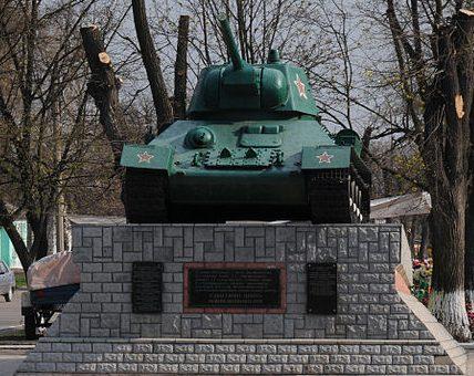 г. Звенигородка. Памятник-танк.