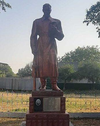 с. Княжеская Звенигородского р-на. Памятник, установленный на братской могиле советских воинов.