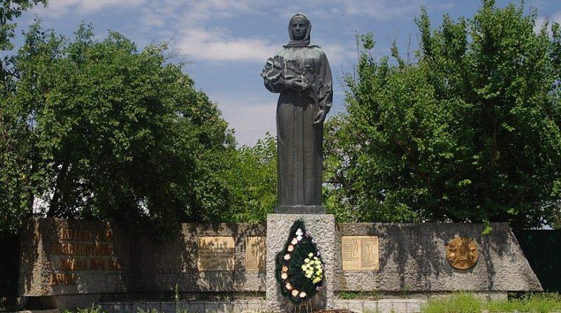 с. Стебное Звенигородского р-на. Памятник односельчанам, погибшим в годы войны.