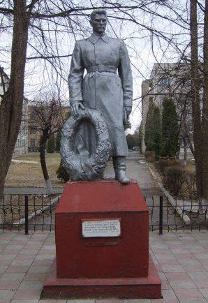 с. Шевченково Звенигородского р-на. Памятник, установленный на братской могиле воинов, погибших в боях за село.