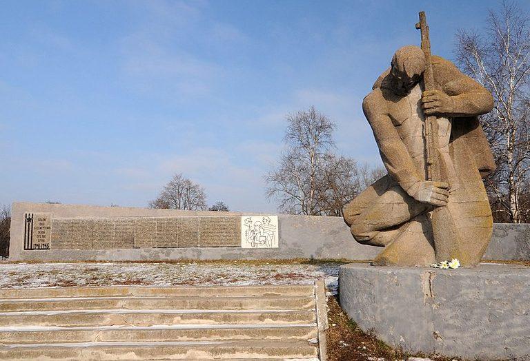 с. Гельмязов Золотоношского р-на. Памятник воинам-односельчанам.