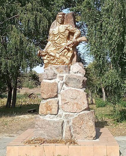 с. Деньги Золотоношского р-на. Памятник воинам-односельчанам.