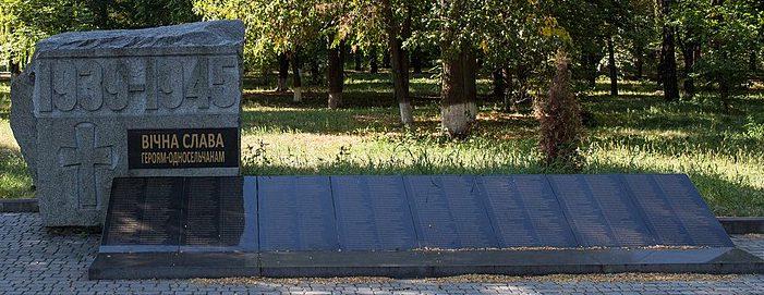 с. Домантово Золотоношского р-на. Памятник, установленный на братской могиле советских воинов.