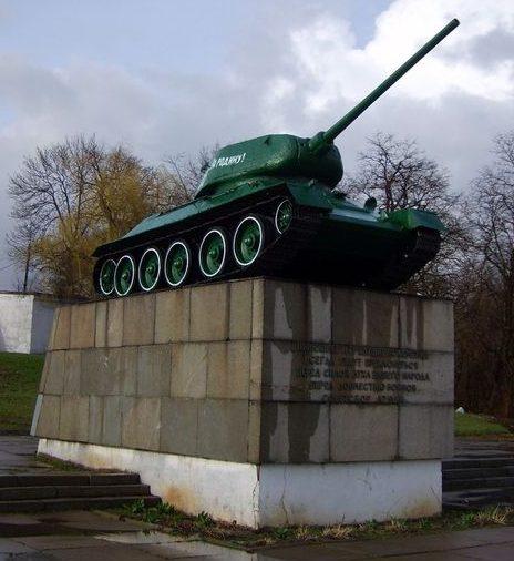 г. Золотоноша Памятник освободителям города - воинам 3-го гвардейского механизированного корпуса.