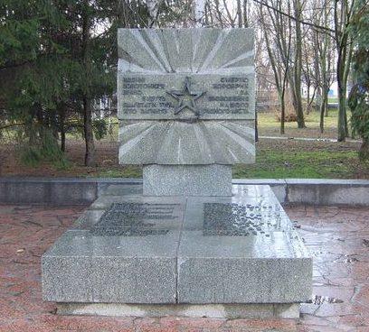 г. Золотоноша. Памятник на братской могиле воинов и партизан, погибших при освобождении города.