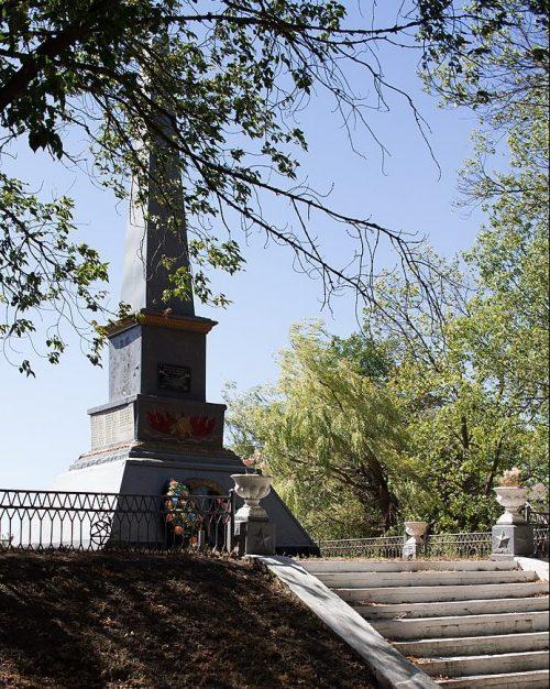 с. Синеоковка Золотоношского р-на. Обелиск на братской могиле советских воинов.
