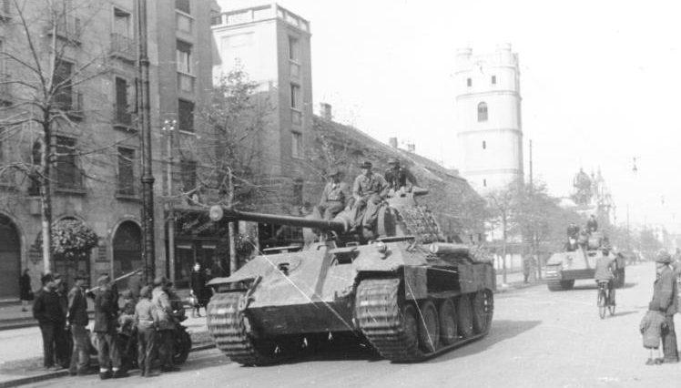 23-я танковая дивизия вермахта в Дебрецене.