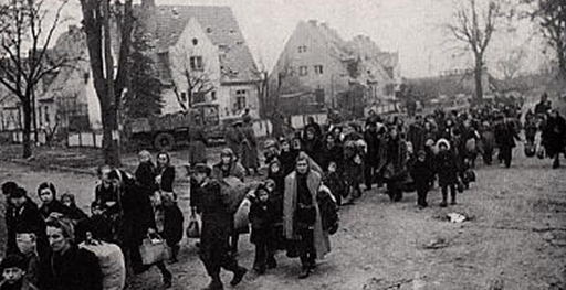 Беженцы покидают Мемель. Ноябрь 1944 г.