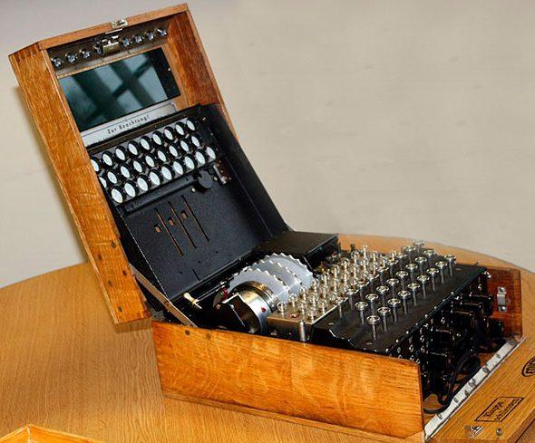 Так выглядит шифровальная машина Enigma.