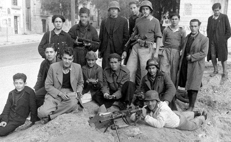 Бойцы прокоммунистической ЭЛАС в Афинах.