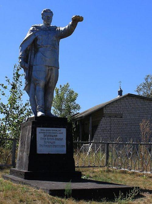 с. Байбузы Черкасского р-на. Памятник, установленный на братской могиле, в которой похоронено 23 советских воина, погибших при освобождении села.