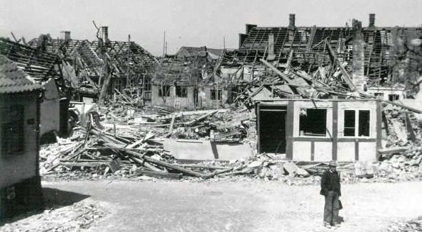 Последствия советской бомбардировки в Рене.