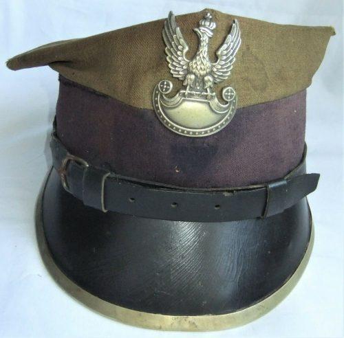 Рогативки рядового и младшего командного состава разных родов войск образца 1935 года.