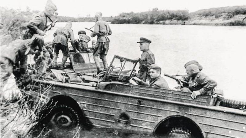Форсирование Киш-озера на автомобилях-амфибиях Ford-GPA.