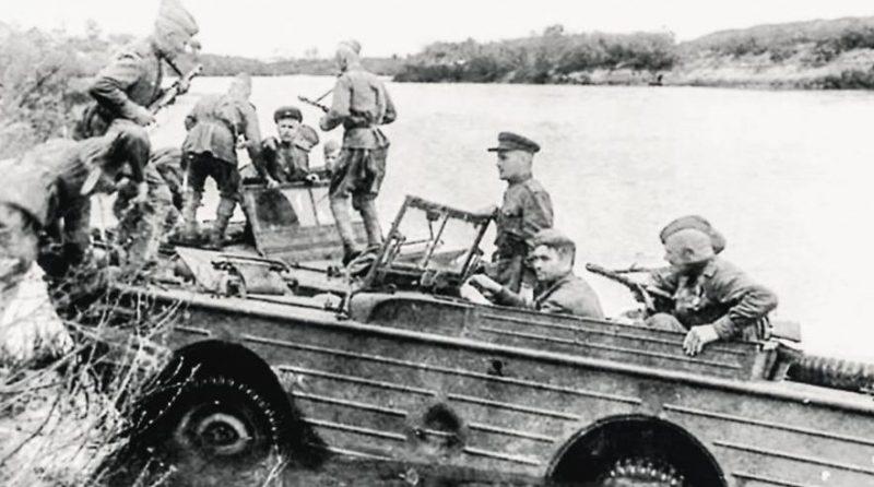 Форсирование Киш-озера на автомобилях-анфибия.