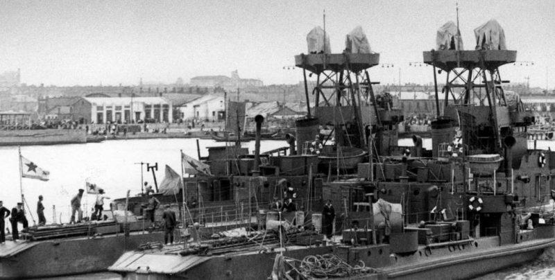 Советские корабли на реке Сунгари.