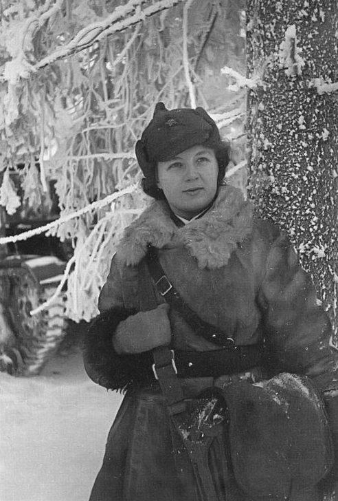 Военфельдшер Евгения Кириллова, награжденная медалью «За боевые заслуги». Карельский перешеек. Декабрь 1939 г.