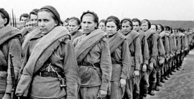Мобилизованные женщины. 1942 г.