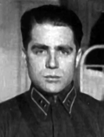 Первая легализация Таврина на фото в форме лейтенанта Красной Армии.