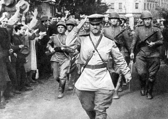 Белградцы встречают освободителей.