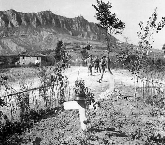 Союзные войска проходят через Сан-Марино.