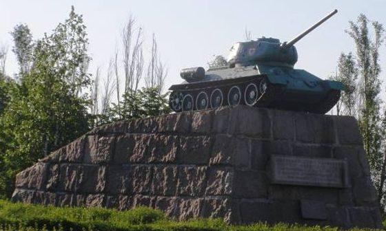 Памятник-танк.