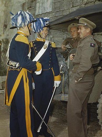 Новые капитаны-регенты Сан-Марино с британскими военными в октябре 1944 г.