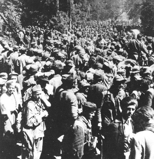Военнопленные в Блейбурге после капитуляции.