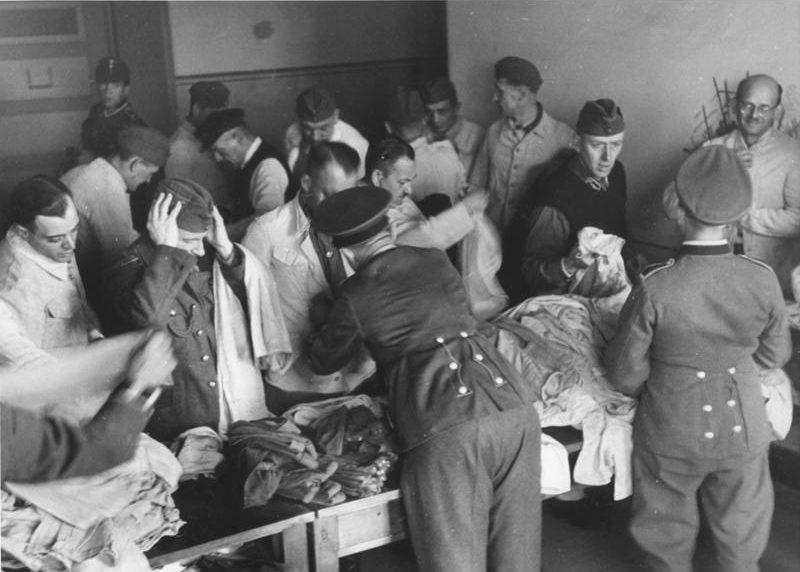 Обмундирование фольксштурмистов. 23 октября 1944 г.